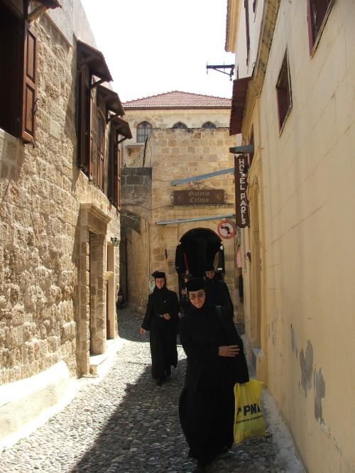 Strada din cetatea Rodos pe care se afla Biserica Sf Fanurie