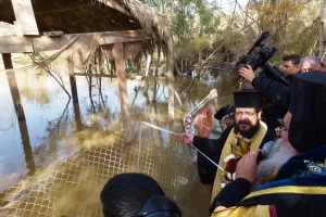 16, ora 12,07 prima aruncare a crucii in apa Iordanului - malul iordanian