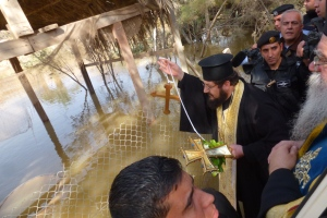18, ora 12,08 recuperand crucea aruncata in Iordan (malul iordanian)