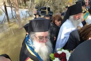 20, ora 12,13 procesiunea de pe malul iordanian ia sfarsit. PS Vinidictos.
