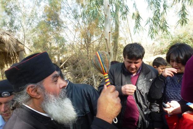 24. In Iordan botezandu-te Tu Doamne, inchinareaTreimii s-a aratat...