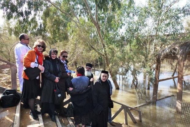 Iordania, ajunul Bobotezei 2013, la apa Iordanului.