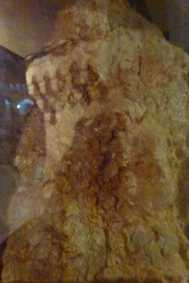 14. Sangele Mantuitorului pe piatra Golgotei
