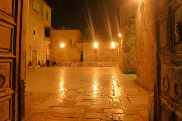 6. Curtea Bisericii Sfantului Mormant, slujba de noapte