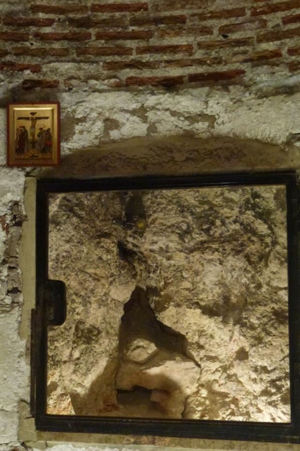 9. Capela lui Adam, sub Golgota