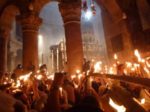 1-invierea-domnului-sfanta-lumina-la-mormantul-domnului-jerusalem-14-aprilie-2012-ora-1427