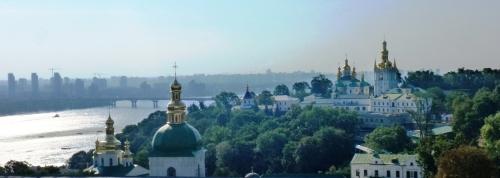 1-kiev-complexul-monahal-lavra-pecerska-a-pesterilor-adaposteste-140-sfinte-moaste-intregi