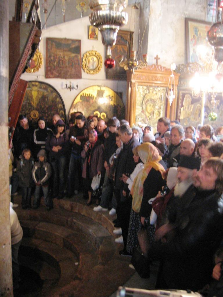 11 intrarea in Pestera Nasterii, sub altarul Bisericii din Bethleem