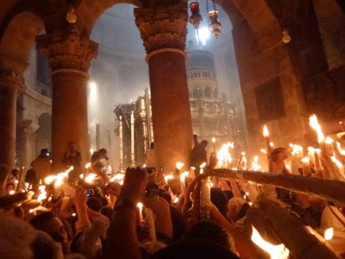 1. Invierea Domnului, Sfanta Lumina la Mormantul Domnului, Jerusalem, 14 aprilie 2012, ora 14,27