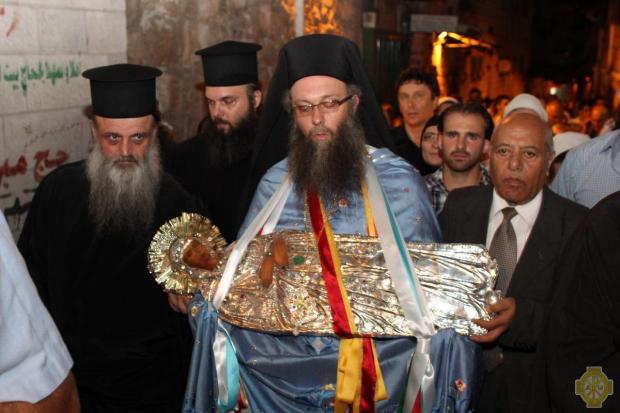 1 Ierusalim 2010, icoana din fruntea procesiunii Adormirii Maicii Domnului,