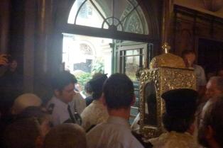 03-biserica-sf-spiridon-iesire-cu-racla-in-procesiune-11-aug-2013-ora-825