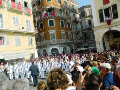 07-inceputul-procesiunii-in-centrul-orasului-corfu
